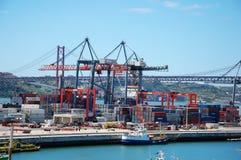 Lastterminal i Lissabon, Portugal Arkivbilder