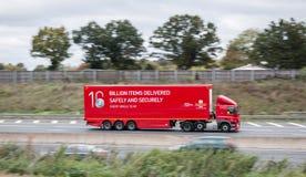Lastwagen Briten Royal Mail in der Bewegung Lizenzfreies Stockbild