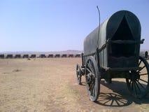Lastwagen in einem Kreis, der vor vielen Jahren Lager anzeigt stockfotografie