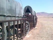 Lastwagen in einem Kreis, der vor vielen Jahren Lager anzeigt lizenzfreie stockbilder
