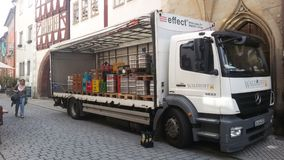 Lastwagen mit einem Fass Bier Lizenzfreie Stockfotos