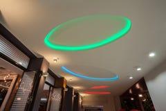 Lasu hotel - neonowi światła Obraz Royalty Free