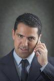 Latín masculino que hace una llamada de teléfono Fotografía de archivo libre de regalías