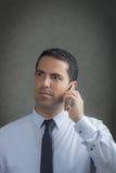 Latín masculino que hace una llamada de teléfono Imagen de archivo libre de regalías