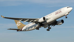 5A-LAT linee aeree libiche, Airbus A330-202 Fotografie Stock