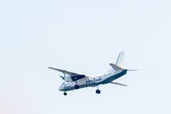 Latać AN-26B Utair ładunku firma Fotografia Stock