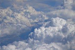 Latać nad chmury przy 30.000 ft obraz stock