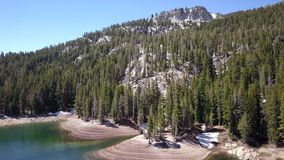 Latać nad halnym jeziorem w Kalifornia zbiory