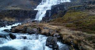 Latać nad niewiarygodną siklawą w Iceland zdjęcie wideo
