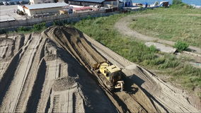 Latać nad placem budowy Gruntowy przygotowanie Ciągnikowa ciągnienie ziemia zdjęcie wideo