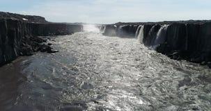 Latać nad rzeką blisko Selfoss siklawy w północnym Iceland zbiory wideo