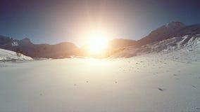 Latać nad snowcapped góra krajobrazu zimy panoramą zbiory