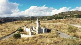 Latać nad St Nicholas Porzucał kościół przy Kouris tamą Limnassol okręg, Cypr zbiory wideo