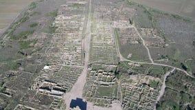 Latać nad Volubilis z góry i miasto w Maroko z trutniem Berber i rzymianina (antena) zdjęcie wideo