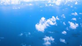 Latać w samolocie nad Atlantyckim oceanem i chmurach pokazuje Ziemską ` s atmosferę zbiory