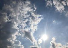 Lata światła słonecznego biały bawełniany cukierek zdjęcia royalty free