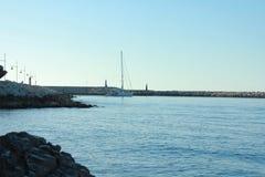 Lata żeglowania łódź przy zatoką Zdjęcia Royalty Free