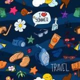 lata bezszwowy wzoru Ręka rysujący wektorowi lato przedmioty i symbole Podróż kolorowy tropikalny wakacyjny projekt Wakacje co royalty ilustracja