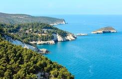 Lata Cala brzegowi di Porto Greco, Gargano, Puglia, Włochy Zdjęcia Stock