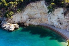 Lata Cala plażowi di Porto Greco, Gargano, Puglia, Włochy Zdjęcia Stock