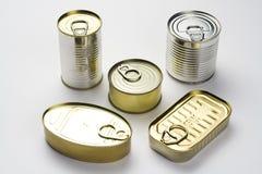 Lata de alumínio, alimento enlatado isolado sobre o branco Imagem de Stock Royalty Free