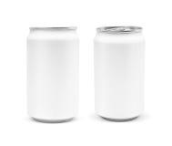 Lata de empaquetado en blanco de la bebida aislada en el fondo blanco imagenes de archivo