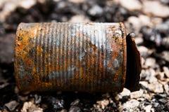 Lata de lata na terra queimada Fotografia de Stock