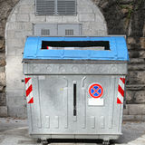 Lata de lixo grande Foto de Stock