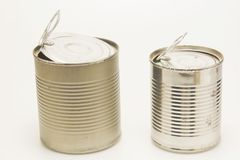A lata de lata usada e oxidada imagens de stock royalty free