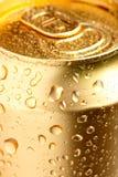 Lata do ouro da bebida imagens de stock