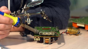 Lata e circuito de solda, placa de circuito eletrônico video estoque