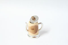 Lata feito à mão dedal de madeira com lata Imagens de Stock