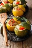 Lata jedzenie: koloru żółtego i zieleni zucchini piec z plombowaniami zamkniętymi zdjęcia royalty free