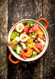 Lata jedzenie Owocowa sałatka w pucharze Zdjęcie Stock