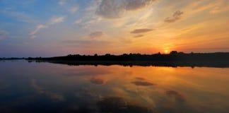Lata krajobrazu, rzeki i wybrzeża sceneria, Panorama rzeka Obrazy Stock