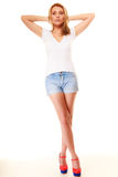 lata mody Dosyć seksowna dziewczyna w drelichowych skrótach Zdjęcie Royalty Free