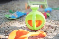 Lata molhando do brinquedo verde imagem de stock royalty free
