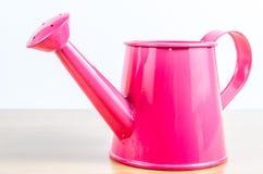 Lata molhando do jardim cor-de-rosa Imagem de Stock Royalty Free