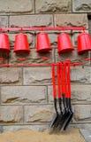Lata molhando e ferramentas de jardinagem Foto de Stock Royalty Free