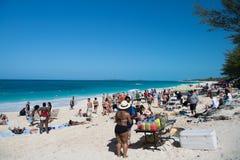 Lata morza plaża z ludźmi Obraz Royalty Free