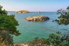 Lata morze Gargano wybrzeże: zatoka Vieste - (Apulia) WŁOCHY Zdjęcia Royalty Free