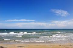 Lata morze w Apulia i plaża, Włochy - wakacyjny miejsce przeznaczenia Obrazy Royalty Free