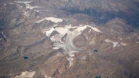 Latać nad Alps podczas lato sezonu Krajobraz przy lodowami Widok Z Lotu Ptaka od Samolotowego okno zdjęcie stock