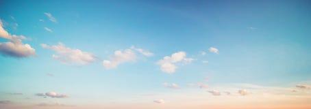 Lata nieba chmury zdjęcie royalty free