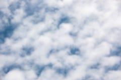 Lata niebieskiego nieba tekstura z cumulus chmur odgórnym widokiem Odbitkowa przestrzeń dla sztandaru lub literowania teksta zdjęcie stock