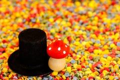 Lata pieczarki i butli na kolorowych confetti Zdjęcie Stock