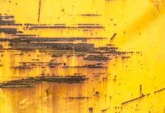 Lata sarapintado da pintura amarela Imagem de Stock