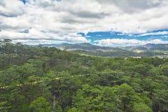Lata Wietnam krajobraz niebieski zielonego wzgórza niebo Zdjęcia Royalty Free