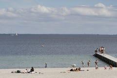 Lata życie na pogodnym letnim dniu przy plażą Fotografia Stock