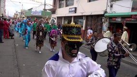Latacunga, Ecuador - 20180925 - Mutter Negra Rides Past auf Pferd in der Parade stock video footage